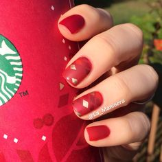 Nail art inspired by a Starbucks holiday gift bag. By La_Manisera on Instagram.