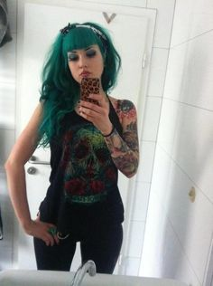 Her hair! I love green hair. Only downside to having red hair: I can never have… Teal Hair, Green Hair, Psychobilly, Fantasy Hair Color, Locks, Grunge, Punk, Rainbow Hair, Models