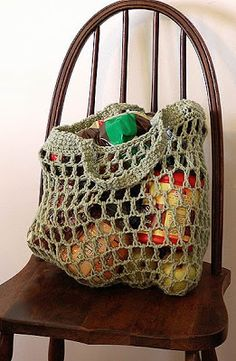 I love this market bag! I am making one to use as a laundry bag to take to the laundromat. Free pattern @Matty Chuah Adventures of Cassie: Free Reusable Crocheted Grocery Bag Pattern