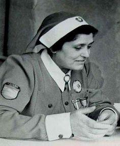 Milá Nolla, Mercedes Estuvo igualmente al mando de la Agrupación de Enfermeras Militares que acudieron al frente de Rusia con la División Española de Voluntarios y al regreso siguió ocupando el cargo de Inspectora General. http://www.mve2gm.es/paises/bando-del-eje/medicos-y-enfermeras/