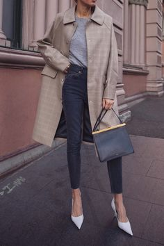 spring outfits with jeans - Street Style Business Mode, Business Outfit, Fall Fashion Skirts, Fashion Spring, Jeans Fashion, Fashion Top, Fashion Black, Fashion Dresses, Trench Coats