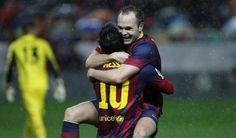 GRA373. SEVILLA, 09/02/2014.- El delantero argentino del FC Barcelona Leo Messi (i) celebra con su compañero, el centrocampista Andrés Inies...