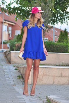 un vestido azul klein (Necklace of Pearls Casual Wear, Casual Dresses, Fashion Dresses, Summer Dresses, Cool Style, My Style, Get The Look, Casual Looks, Spring Outfits