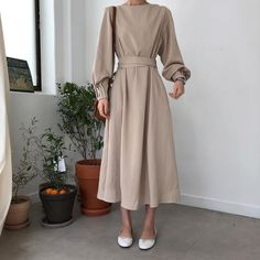 Korean Fashion – How to Dress up Korean Style – Designer Fashion Tips Muslim Fashion, Modest Fashion, Hijab Fashion, Fashion Dresses, Korean Fashion Dress, Fasion, Estilo Gamine, Modest Dresses, Casual Dresses