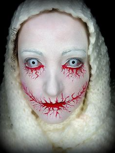 "Tutoriel makeup spécial "" Halloween "" : Bloody Scary Sofy / simple Halloween Scary Make-up Zombie Halloween Makeup, Halloween Looks, Scary Halloween, Halloween Costumes, Bloody Halloween, Zombie Makeup, Evil Makeup, Demon Makeup, Skeleton Makeup"