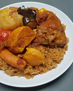 Tiebou guinar riz au poulet sénégalais - Tabou En Cuisine Good Food, Yummy Food, Tasty, Senegalese Recipe, West African Food, Cuisine Diverse, Cheat Meal, International Recipes, Pot Roast