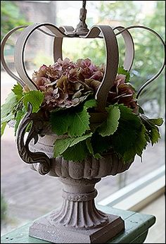 I am not fond of the execution, I love the idea of urns and crowns, this is just a little to structured for me.