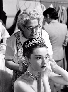 52 Behind-the-Scenes Photos of Audrey Hepburn in 'Roman Holiday' in 1953