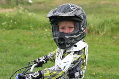 El casco de la moto