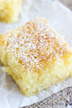 Pineapple Bars – Pretty Providence These Pineapple Bars are so light delicious. Our favorite pineapple dessert, this is the perfect thing to make to use a can of crushed pineapple! Bon Dessert, Dessert Bars, Food Cakes, Cupcake Cakes, Easy Desserts, Delicious Desserts, Light Desserts, Pineapple Dessert Recipes, Tropical Desserts