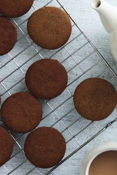 Try the gingerbread thins used to build Candice's pub fittings on The Great British Bake Off Bake Off Recipes, Baking Recipes, Cookie Recipes, No Bake Desserts, Delicious Desserts, British Baking, Great British Bake Off, Biscuit Cookies, Ice Cream Recipes