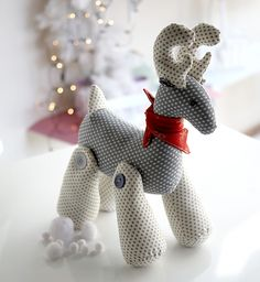 Rodney Reindeer - Rodney is such a charming chap... you won't want to put him away after Christmas! Project available on my Christmas CD from www.debbieshore.tv