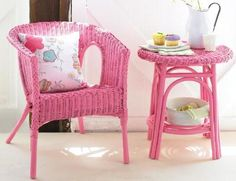 Wicker furniture is an excellent choice for decorating your balcony or garden; Ideas of painted wicker furniture for your inspiration. Wicker furniture can be made of natural or synthetic material, available in numerous designs to satisfy any taste. Painting Wicker Furniture, Pink Furniture, Refurbished Furniture, Painted Furniture, Furniture Dolly, Outdoor Furniture, Furniture Decor, Old Wicker, Wicker Table