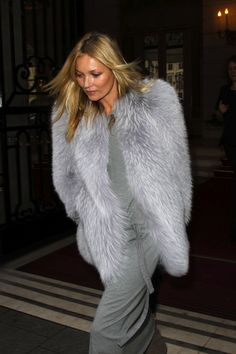 Kate Moss leaving 'L'Avenue' restaurant in Paris - 25/01/12  #fur #broker #furonline Add Pin Share @anandco