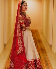 Haute spot for Indian Outfits. Designer Bridal Lehenga, Wedding Lehenga Designs, Wedding Lehnga, Bridal Lehenga Choli, Indian Bridal Outfits, Indian Bridal Fashion, Indian Bridal Wear, Indian Dresses, Bridal Dresses