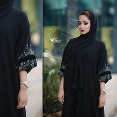 "633 mentions J'aime, 9 commentaires - SUBHAN ABAYAS (@subhanabayas) sur Instagram : ""#Repost @mryym.ms with @instatoolsapp ・・・ - أجمل مناظِر الدنيا ، بسمتك♥️ #abayas #abaya #abayat…"" Mode Abaya, Mode Hijab, Abaya Style, Abaya Designs, Modest Wear, Abaya Fashion, Chic Outfits, Muslim, Beauty Makeup"