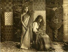Maori Girls, Whakarewarewa,Rotorua Museum of Art & History Te Whare Taonga o Te Arawa,Whakarewarewa, circa Polynesian People, Maori People, Maori Designs, Maori Art, Indigenous Art, Old Photos, Vintage Photos, British Museum, Woman Standing