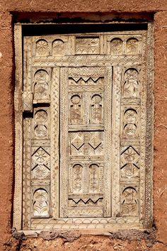 Decorated window panel in Morocco.- By Cris Figueired ♥ Cool Doors, Unique Doors, Entrance Doors, Doorway, Door Knockers, Door Knobs, Window Panels, North Africa, Wood Paneling