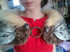 Liv-is-alive: Astrid How To Train Your Dragon 2 Cosplay rundown, Tutorial of awesomeness! I would wear this as a shawl Costume Tutorial, Cosplay Tutorial, Cosplay Diy, Cosplay Costumes, Diy Costumes, Cosplay Ideas, Costume Ideas, Dragon Party, Dragon 2
