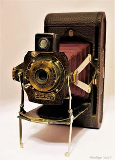 Accumulating old-fashioned camera is typically a entertaining technique to acquire information about history and photography. Whereas many are enhancing to effectively on-line, video surveillance cameras commonly are not old enough for consideration old Camera Watch, Movie Camera, Car Camera, Camera Gear, Video Camera, Antique Cameras, Old Cameras, Vintage Cameras, Vintage Photos