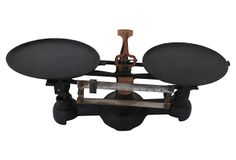 Black cast iron scale with removable metal trays. No maker's mark. Kitchen Cabinets Uk, Antique Kitchen Decor, Mickey Mouse Kitchen, Kitchen Display, Metal Trays, Best Kitchen Designs, Aluminum Metal, Industrial Chic, Picnic Table