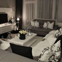 A romantic living room with sober and neutral colors! Be stunned with these interior design decor and tips | www.delightfull.eu #delightfull #homearchitecture #officearchitecture #architecturedesigninspiration