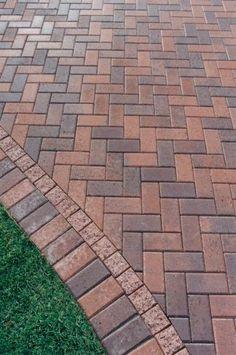 13 Elegant and Awe-Inspiring Driveway Paving Ideas Driveway Paving, Brick Walkway, Driveway Design, Patio Design, Garden Design, Red Brick Pavers, Stone Driveway, Walkway Lights, Brick Design