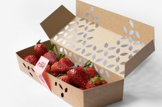 Minimalist packaging for organic fruits - sustainable and innovative design!