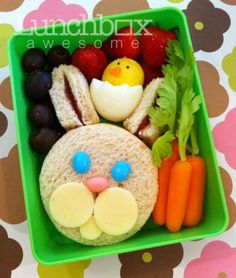 Was this an Easter lunch box? A rabbit and a chicken are decorated by simple berries and carrots with their stems on Was this an Easter lunch box? A rabbit and a chicken are decorated by simple berries and carrots with their stems on Bento Box Lunch, Lunch Snacks, Lunch Boxes, Food Art Lunch, Toddler Meals, Kids Meals, Easter Recipes, Holiday Recipes, Cute Food