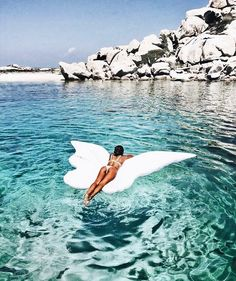 Angel wings fly in the sky and float on the water Summer Vibes, Summer Feeling, Summer Things, Pool Fotografie, Pool Floats, The Beach, Beach Bum, Summer Aesthetic, Jolie Photo