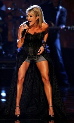 /¥\ Carrie Underwood. Those legs... Ouch!
