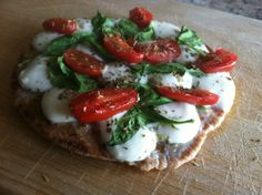 Mozzarella, Spinach, and Tomato Flatbread Pizza! This girl's blog has the best easy, healthy recipes!