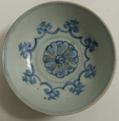 Antique Chinese Ming Hongzhi Blue White Small Hole Bottom Dish or Zhengde group (1512-40): holebottom saucers?
