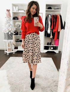3 Simple Ways To Wear A Leopard Skirt – Simply Sutter 3 simple ways to wear a leopard skirt Printed Skirt Outfit, Leopard Skirt Outfit, Midi Skirt Outfit, Leopard Print Skirt, Skirt Outfits, Dressy Outfits, Mode Outfits, Fall Outfits, Fashion Outfits