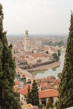 Short guide to Verona - Italia 7 § - Travel Places To Travel, Places To Go, Travel Destinations, Italy Architecture, Voyage Europe, Northern Italy, Travel Aesthetic, Beautiful Places To Visit, Italy Travel