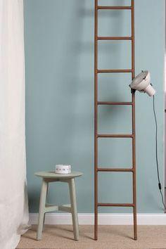 #totallytony228 eine perfekte Mischung aus blau, grün und grau. Diese Wandfarbe ist kräftig aber nicht zu laut. Besonders schön in Wohn- und Esszimmern. #wandfarbe #kreidefarbe #annavonmangoldt #kreideemulsion #graugrünewandfarbe