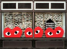 Play Comme des Garçons x Converse Chuck Taylor All Star window. Vendor Displays, Market Displays, Merchandising Displays, Fashion Merchandising, Visual Display, Display Design, Store Design, Booth Design, Retail Signage