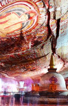 Colourful Patterns on rock in this amazing buddhist temple in Dambulla Cave in Sri Lanka. Places Around The World, Oh The Places You'll Go, Travel Around The World, Places To Travel, Places To Visit, Around The Worlds, Sri Lanka Plage, Temples, Voyage Sri Lanka