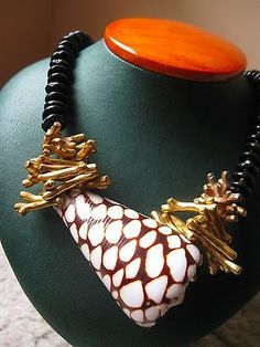 MIRIAM-HASKELL-FABULOUS-REAL-SHELL-GOLD-PLATED-CORAL-BLACK-BEADS-NECKLACE