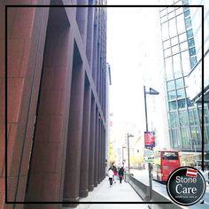Downtown Mainhattan - Natursteinfassaden Nachhaltiger Schutz im Passantenbereich Times Square, Street View, Travel, House Facades, Sustainability, Stones, Viajes, Destinations, Traveling
