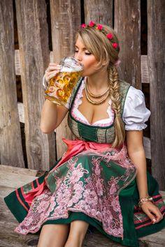 Uma fantasia feminina super bacana! Confira como montar o look <3  #fantasia #alemã #carnaval #halloween #fantasiar #alemanha #cerveja