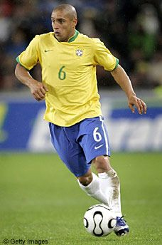 Roberto Carlos da Silva Rocha, Brazil One of the best free kick takers in world football Club Football, Brazil Football Team, Best Football Players, Good Soccer Players, National Football Teams, World Football, Soccer Fans, Sport Football, Sports Personality