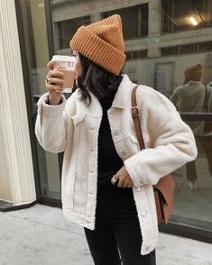 Over Sherpa Trucker Jacket Teddy coat - neutral outfit - winter style - beanie.All Over Sherpa Trucker Jacket Teddy coat - neutral outfit - winter style - beanie. Winter Fashion Outfits, Fall Winter Outfits, Autumn Winter Fashion, Winter Clothes, Ootd Winter, Holiday Outfits, Winter Wear, Vintage Winter Fashion, Mens Fall Outfits