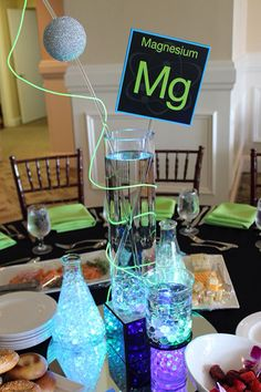 ***notice the use of pop bottles*** Science Lab Themed Centerpieces with LED Test Tubes & Custom Table Signs Mad Science Party, Science Wedding, Mad Scientist Party, Science Lab Decorations, Party Centerpieces, Bar Mitzvah Centerpieces, Party Favors, Deco Table, Decoration Table