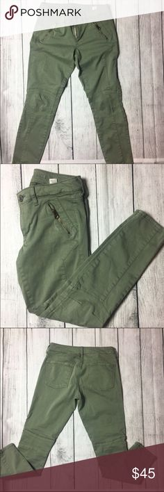 "🆕WOT Green skinny motto jeans 💚 NWOT Soft stretch cotton twill, Legging-like fit, Front welt cargo pockets, and Moto stitching detail. They are super cute and very stylish. A must have in every closet. Has two front zip up pockets as shown in the pictures and two back pockets. Jeggin ankle cut super stretch pants. Made out of 54% cotton, 43% rayon and 3% spandex materials. Inseam 27"" American Eagle Outfitters Jeans Ankle & Cropped"