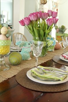 Easter Tablescape  - http://everydaycheer.com/2014/04/03/easter-tablescape/