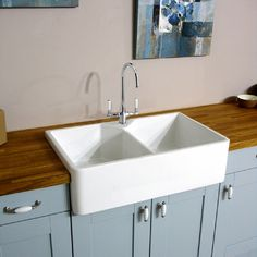 JUT INC VAT Belfast 800 Bowl White Ceramic Kitchen Sink, Waste & Tap, Huge stocks at fantastic low pries, Order your Double Belfast sink here on special offer Belfast Sink With Taps, Belfast Sink Kitchen, Kitchen Sink Taps, Kitchen Sink Design, Kitchen Handles, Kitchen Layout, White Ceramic Kitchen Sink, Ceramic Sink, Kitchen White