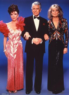 ☆Razzle dazzle: The designer began creating costumes for the show (above l-r: Joan Collins, John Forsythe, Linda Evans) in 1981 and received six Emmy nominations for his work. He won an Emmy in 1984 Linda Evans, V Drama, Dynasty Tv Show, John Forsythe, Der Denver Clan, Dame Joan Collins, Dallas, 80s Outfit, Nyc