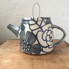A teapot for tacomanightmarket tomorrow evening Pottery Teapots, Ceramic Teapots, Porcelain Ceramics, Ceramic Bowls, Ceramic Pottery, Pottery Art, Ceramic Art, Fine Porcelain, Pottery Mugs