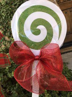 Items similar to Christmas Lollipops yard decorations on Etsy Grinch Christmas Decorations, Christmas Yard, Simple Christmas, Christmas Ideas, Holiday Ideas, Candy Bouquet Diy, Diy Bouquet, Lollipop Craft, Swirl Lollipops